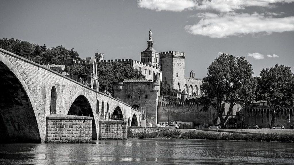 Un VTC sur Avignon et alentours